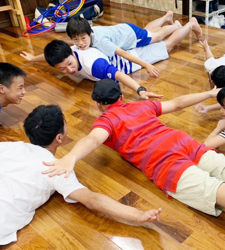 集団での運動遊びを楽しむ様子